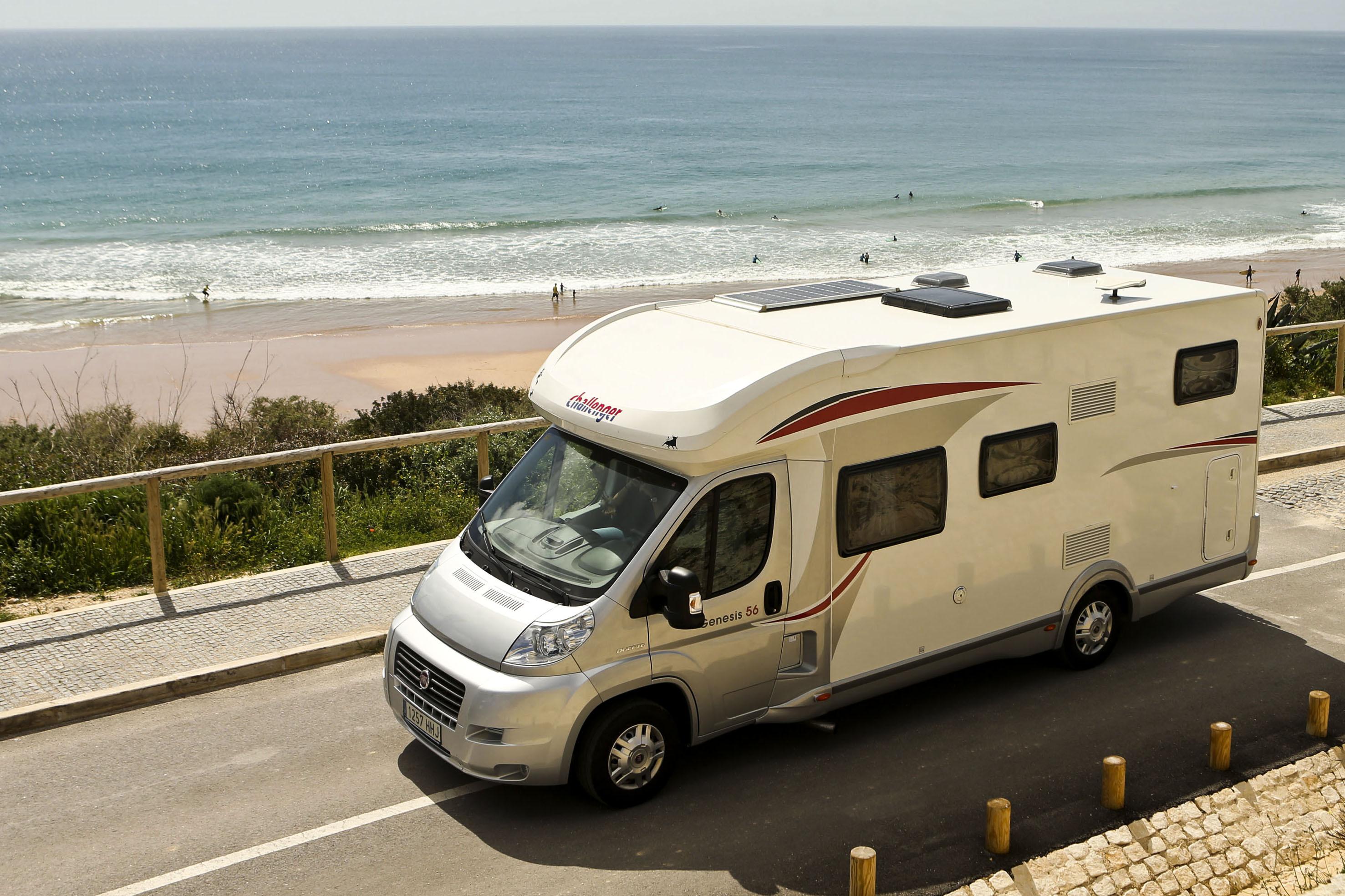 Moradores de Altura, Algarve, criticam presença de autocaravanas perto da praia