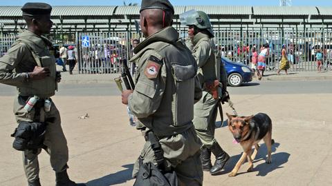 """Polícia moçambicana quer """"acabar com atos criminosos e monstruosos"""" da Renamo"""