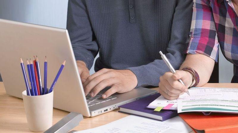 Conhece quem ande à procura de emprego? Estas 8 tecnológicas estão a contratar