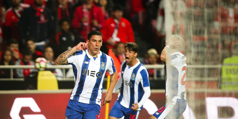 FC Porto: Maxi Pereira titular contra o Moreirense