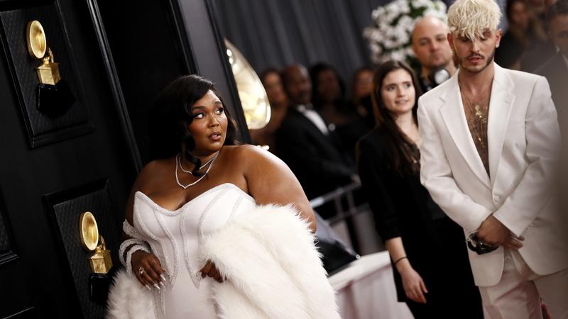 Grammys: estrelas da música brilham na passadeira vermelha