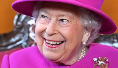 Foi assim que Isabel II reagiu ao encontrar uma lesma na sua salada
