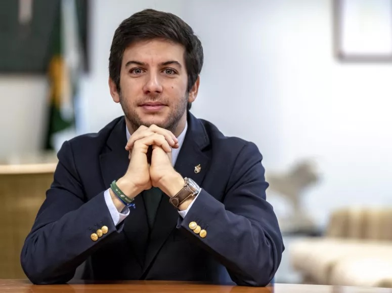 Só quem percebe de política consegue acertar no nome destas 10 personalidades portuguesas