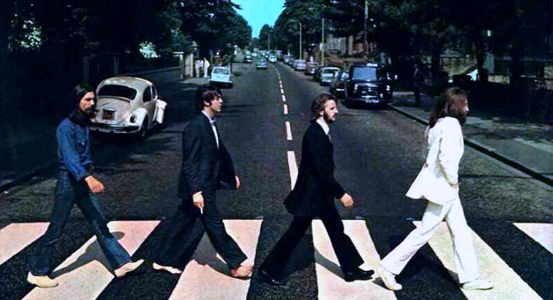 Com as ruas desertas, a famosa passadeira de Abbey Road foi restaurada