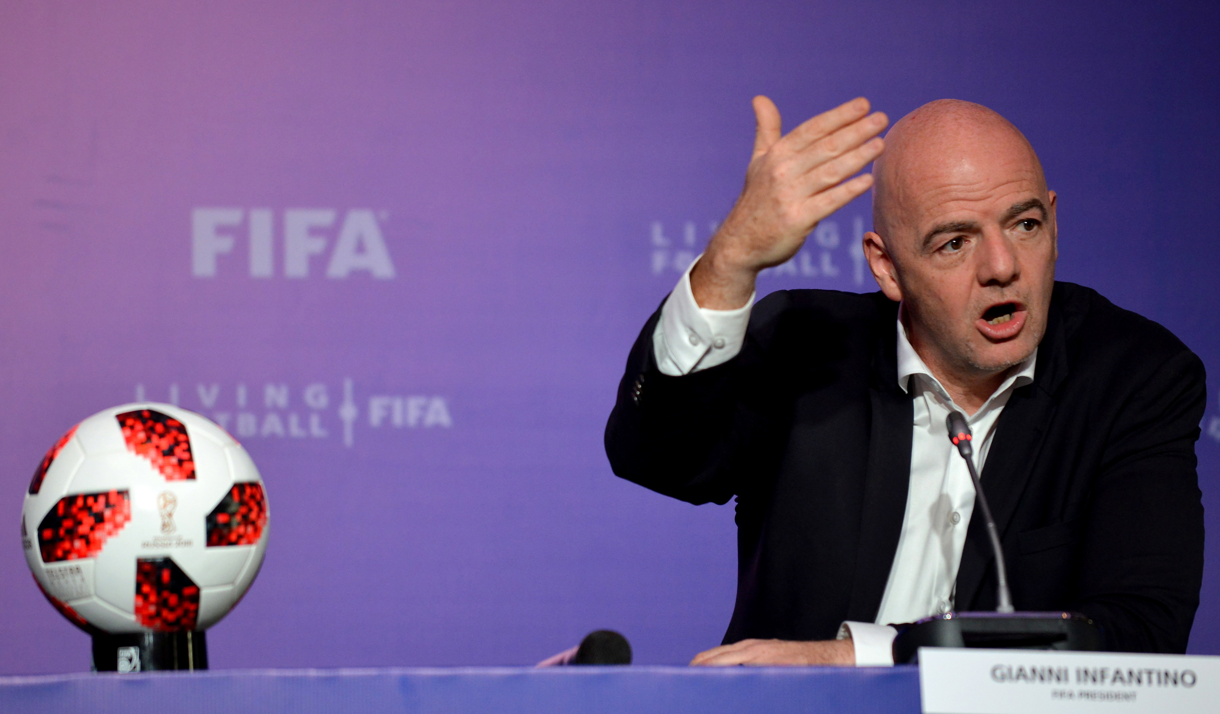 FIFA quer 'controlar' reduções salariais