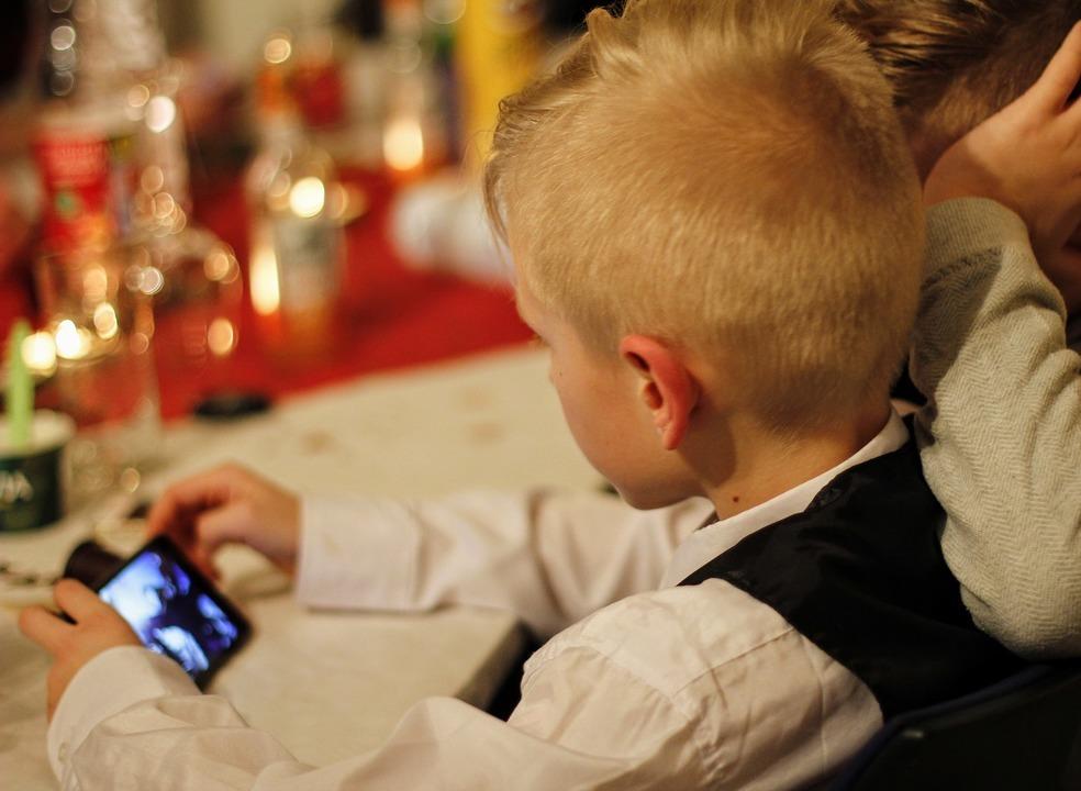 Sugestão TeK: 7 truques (e apps) para controlar o tempo dos seus filhos no smartphone