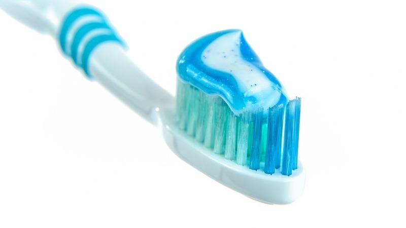 Pasta de dentes: com flúor ou sem flúor?