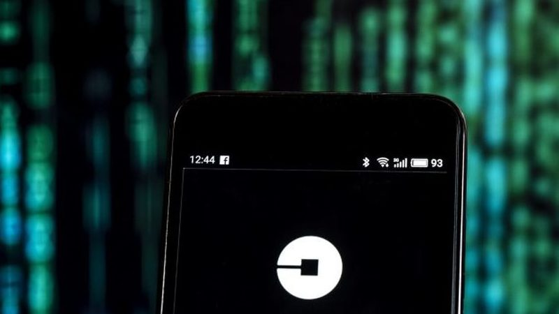 Uber testa publicidade no tejadilho dos carros