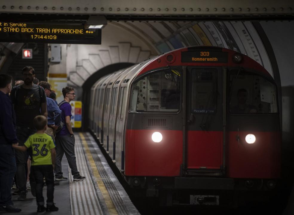 Metro de Londres está a rastrear os passageiros através dos telemóveis