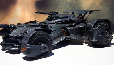 Vê aqui o novo Batmobile