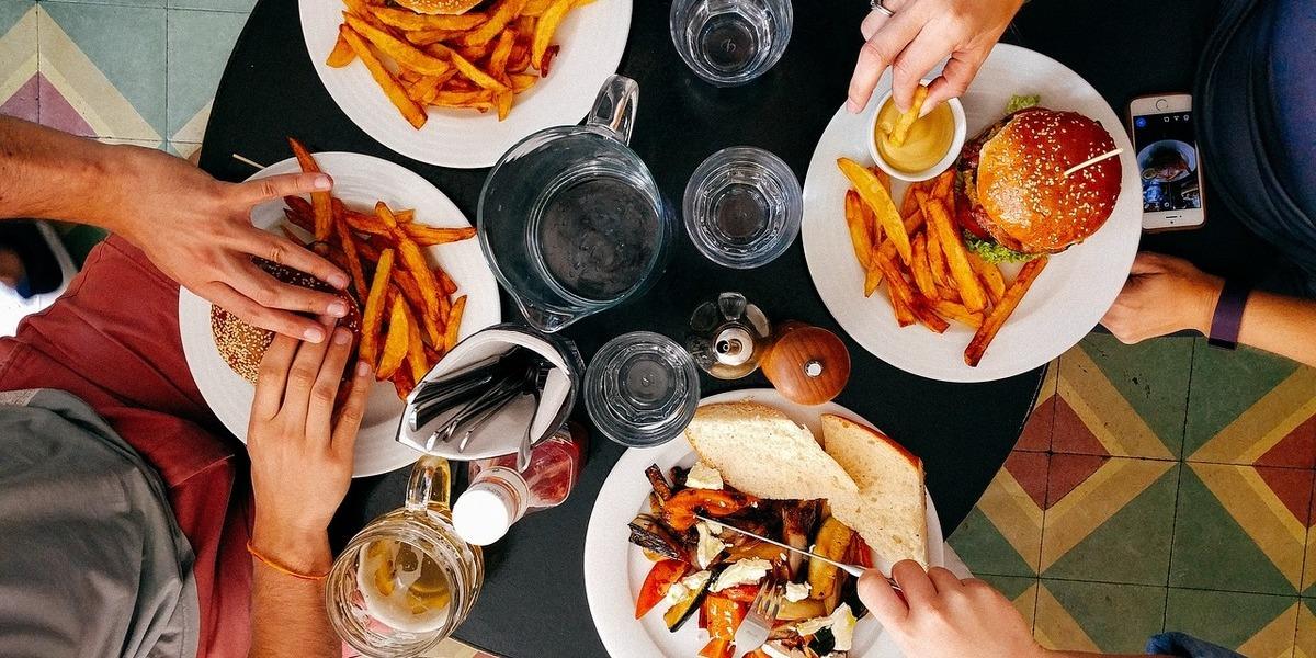 Alimentação: Temos os intervalos de almoço mais longos da Europa mas acusamos a monotonia