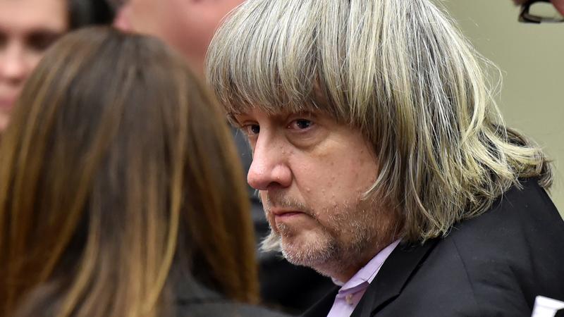 """Pais da """"casa dos horrores"""" na Califórnia declaram-se culpados de torturar os seus filhos"""