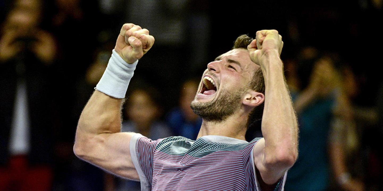 'Expresso' búlgaro Dimitrov imita Federer e faz o pleno nas ATP Finals