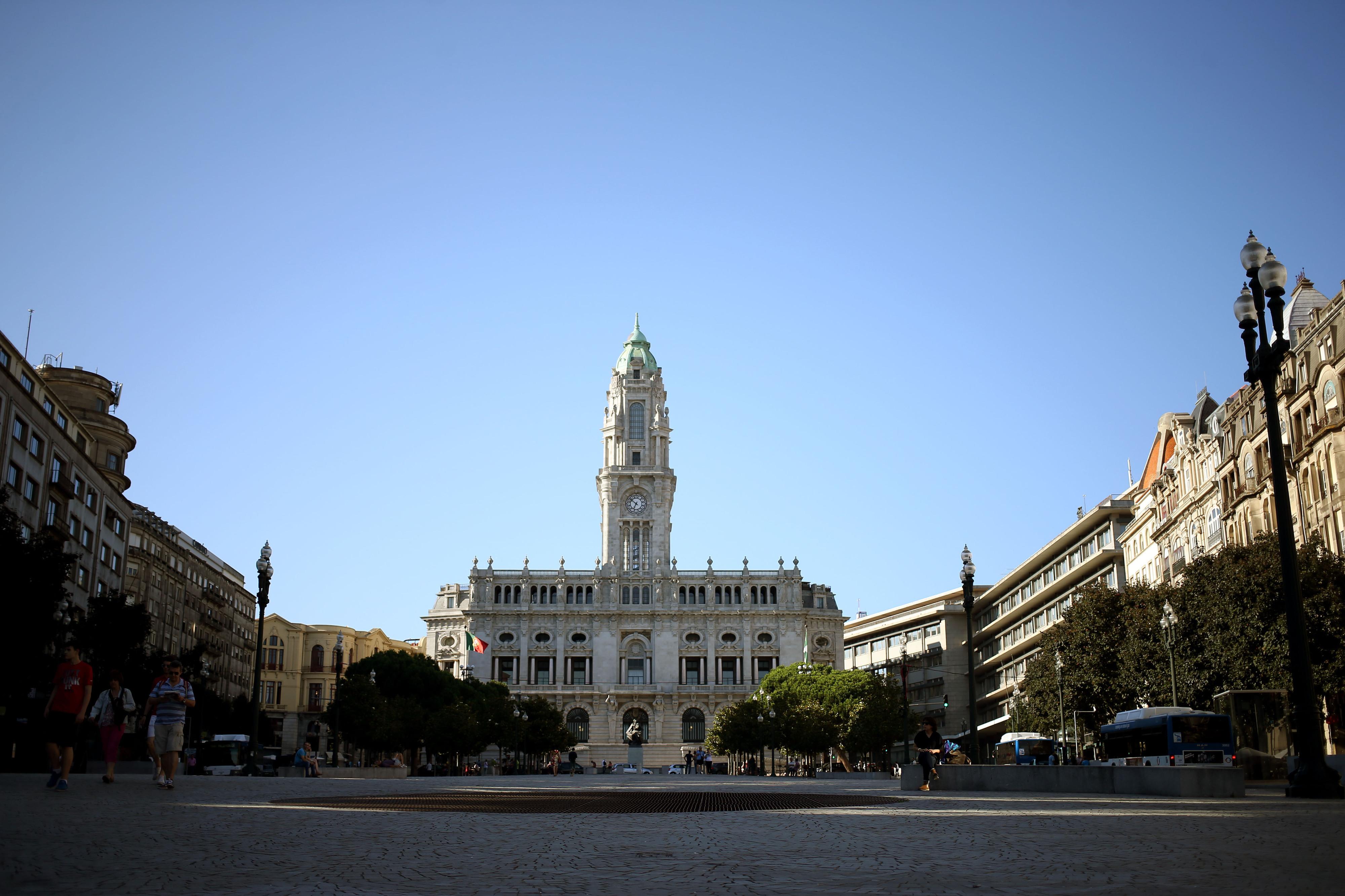 Câmara do Porto prevê 2 meses para adaptar Escola do Infante a alunos do Bom Sucesso