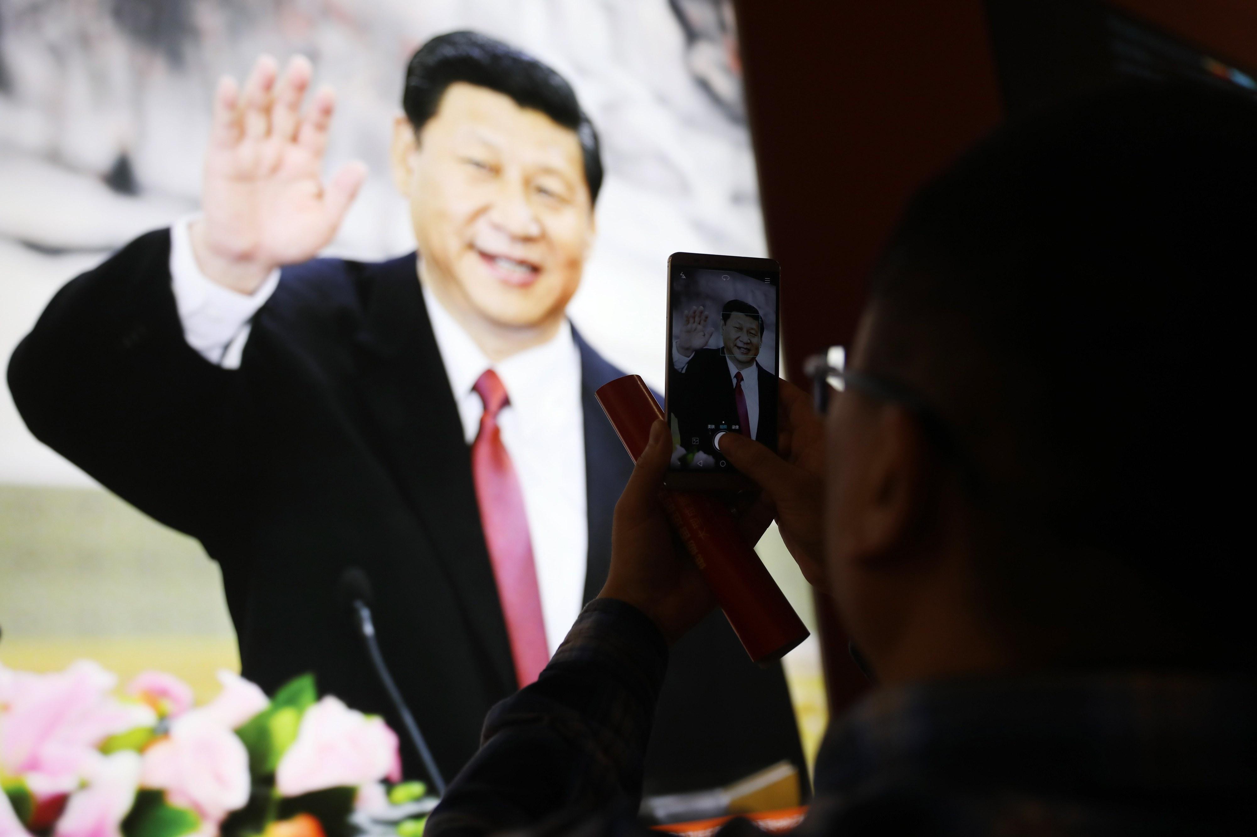 """Congresso do Partido Comunista chinês. """"É bom viver na China. Todos os dias são feriado!"""""""