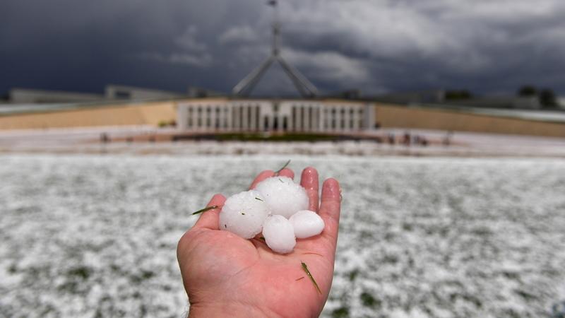 Austrália: Chuva alivia áreas atingidas pelo fogo, mas granizo está a provocar estragos