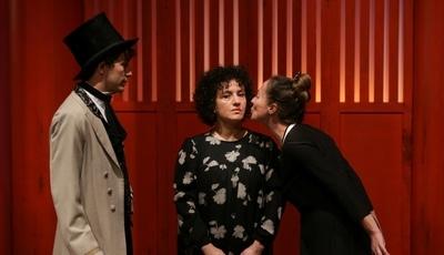 """""""Ivone, princesa de Borgonha"""": Teatro do Bairro estreia peça sobre a linha que separa a humanidade da barbárie"""