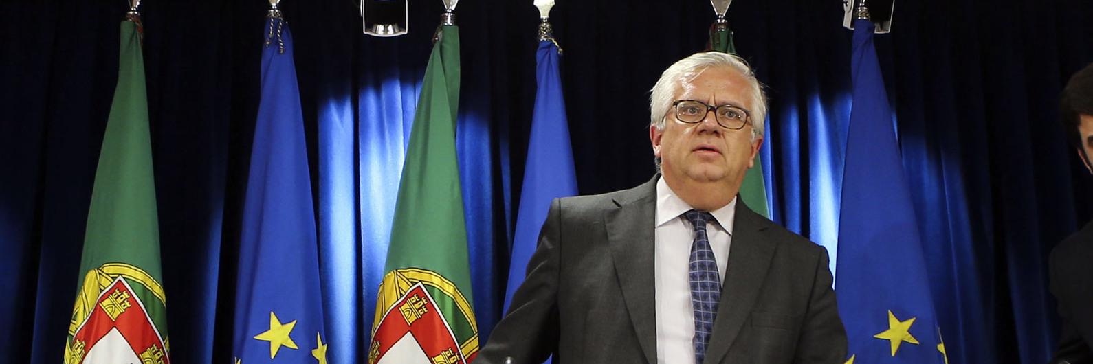 """Eduardo Cabrita: Da """"luta pelo microfone"""" a ministro com a missão de reestruturar a Proteção Civil"""