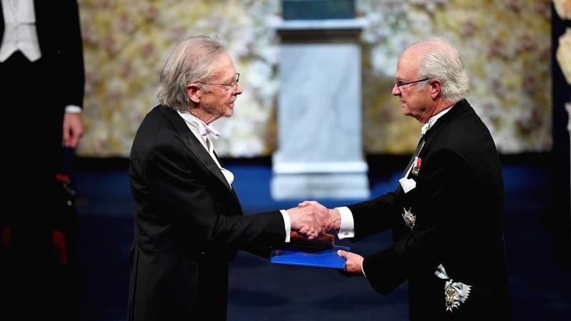 Peter Handke recebe Nobel da Literatura entre críticas, boicotes e manifestações em Estocolmo