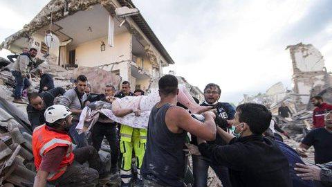 Sobe para 247 número de mortos no sismo em Itália