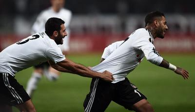 Jogadores do Besiktas festejaram ao saber que ficavam no grupo do Benfica