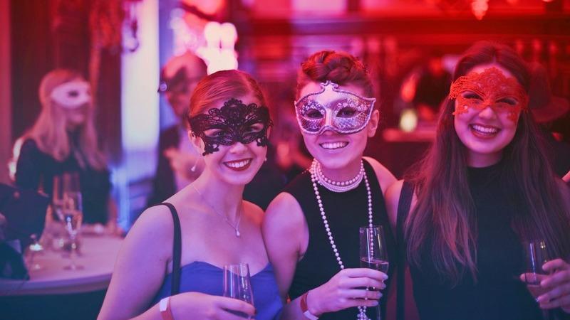 As 10 melhores cidades para quem gosta de festas e quer aproveitar a vida noturna