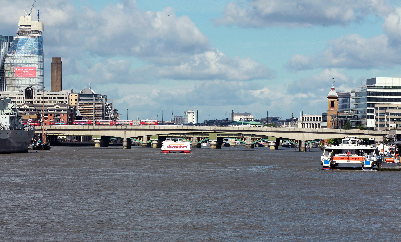 Bomba antiga no Tamisa fechou momentaneamente roda gigante em Londres