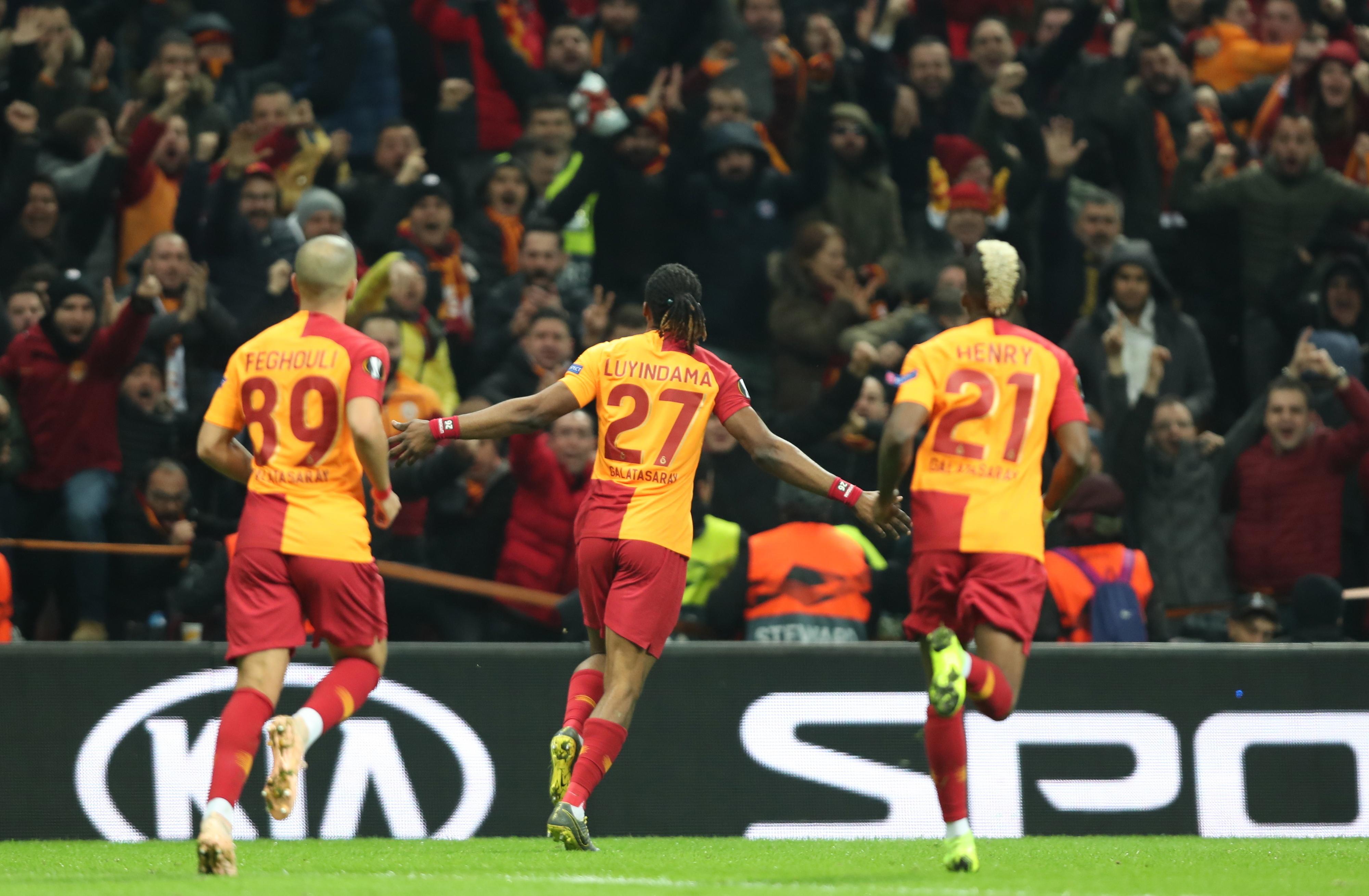 Galatasaray goleia na Turquia antes de visitar o Benfica para a Liga Europa