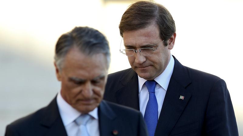 """As ameaças de demissão e a recusa de Cavaco de que Passos """"abandonasse o navio"""""""