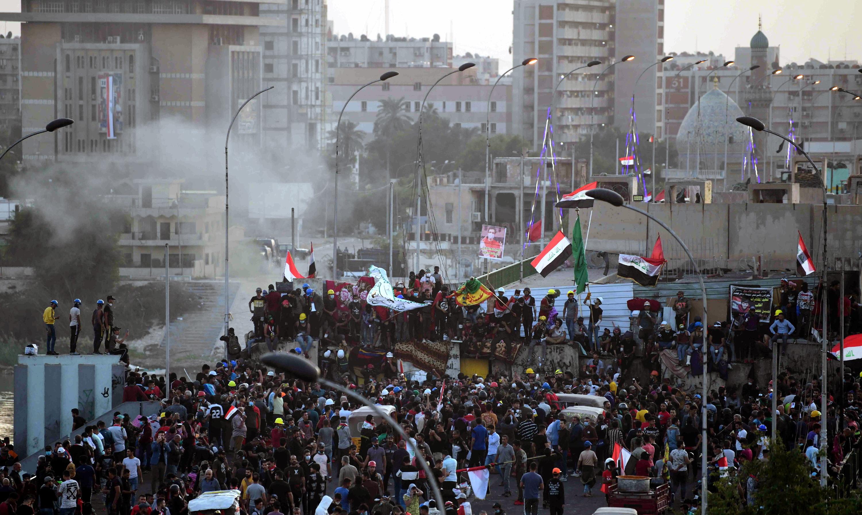 Manifestantes cortam estradas de ligação a dois grandes portos no sul do Iraque