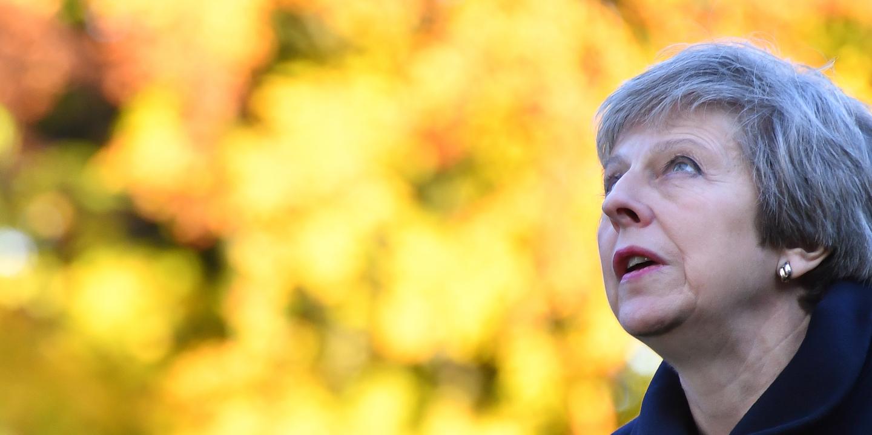 É oficial: Theresa May adia a votação do acordo sobre o Brexit