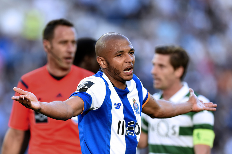 Brahimi de regresso às escolhas do FC Porto