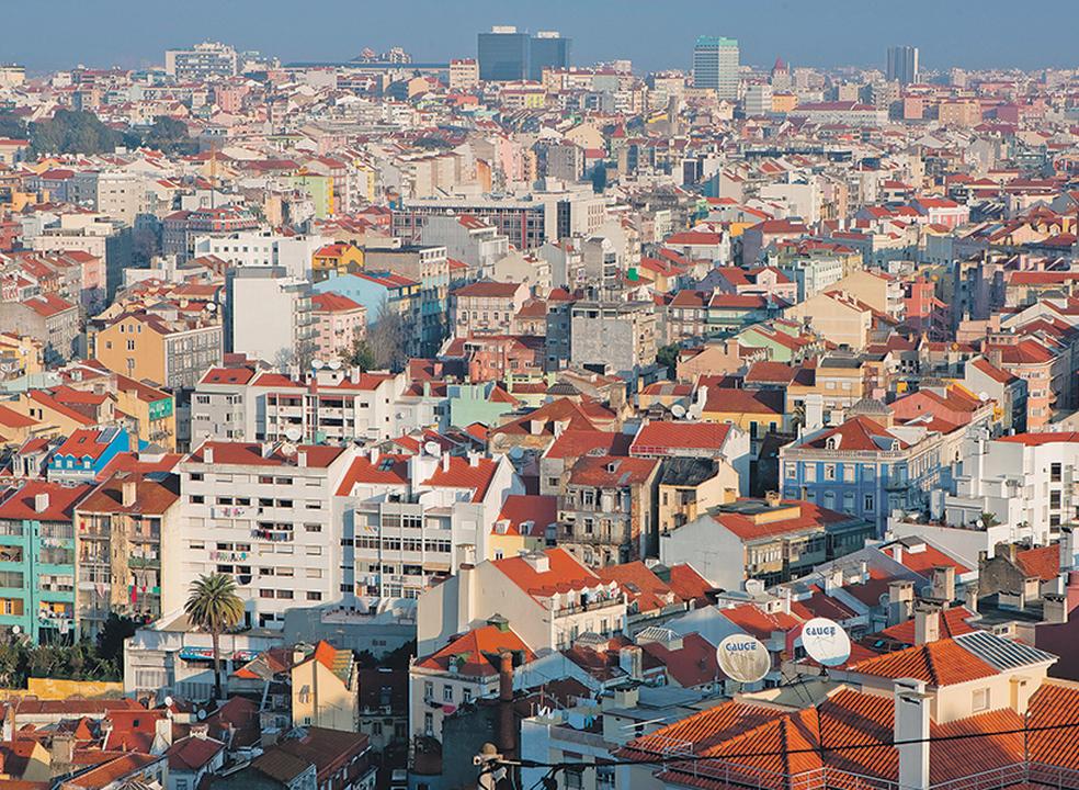 Mais de 31 mil famílias pediram casa às câmaras em Lisboa e Porto