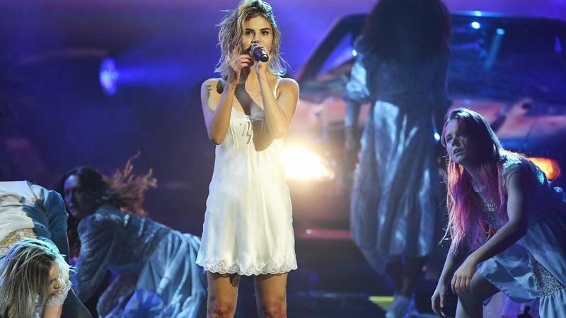 Após atuar nos American Music Awards, Selena acusada de fazer playback