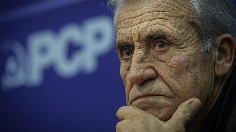 """Jerónimo de Sousa contra """"resistência"""" do Governo a pretensões dos bombeiros"""