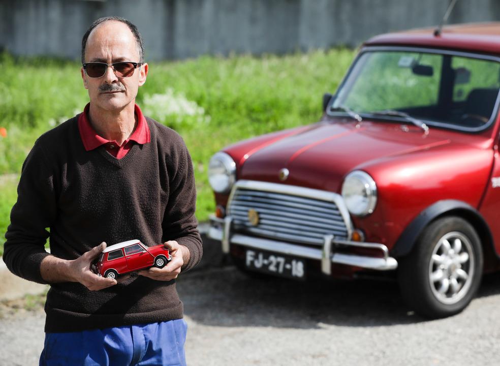 """Mecânico """"artesão"""" de Gaia recuperou milhares de Minis em 50 anos"""