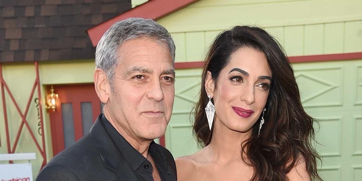 """Acidente: Amal Clooney esteve sempre com o ator. """"Estava preocupada"""""""