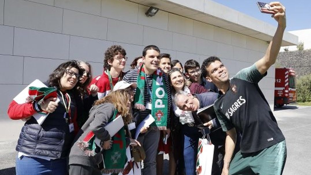 Ronaldo e companhia concretizam sonhos de crianças