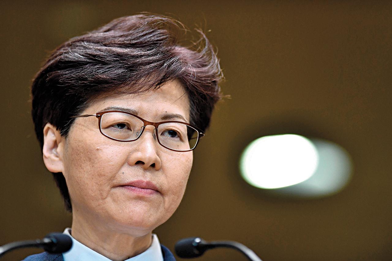 Carrie Lam. A mulher que luta contra a fama de 'fantoche de Pequim'