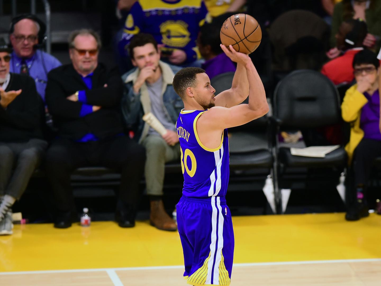 Warriors garantem presença na segunda ronda dos 'play-offs' da NBA