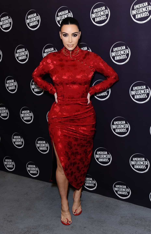 O visual encarnado e arrasador de Kim Kardashian