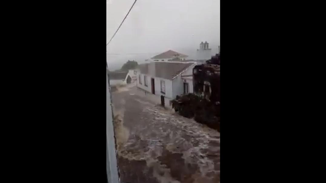 Imagens impressionantes do mau tempo nos Açores