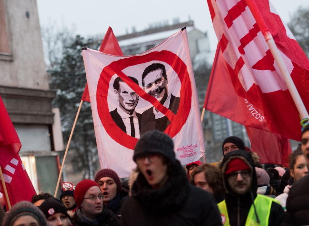 Milhares de pessoas manifestam-se em Viena contra o Governo conservador austríaco