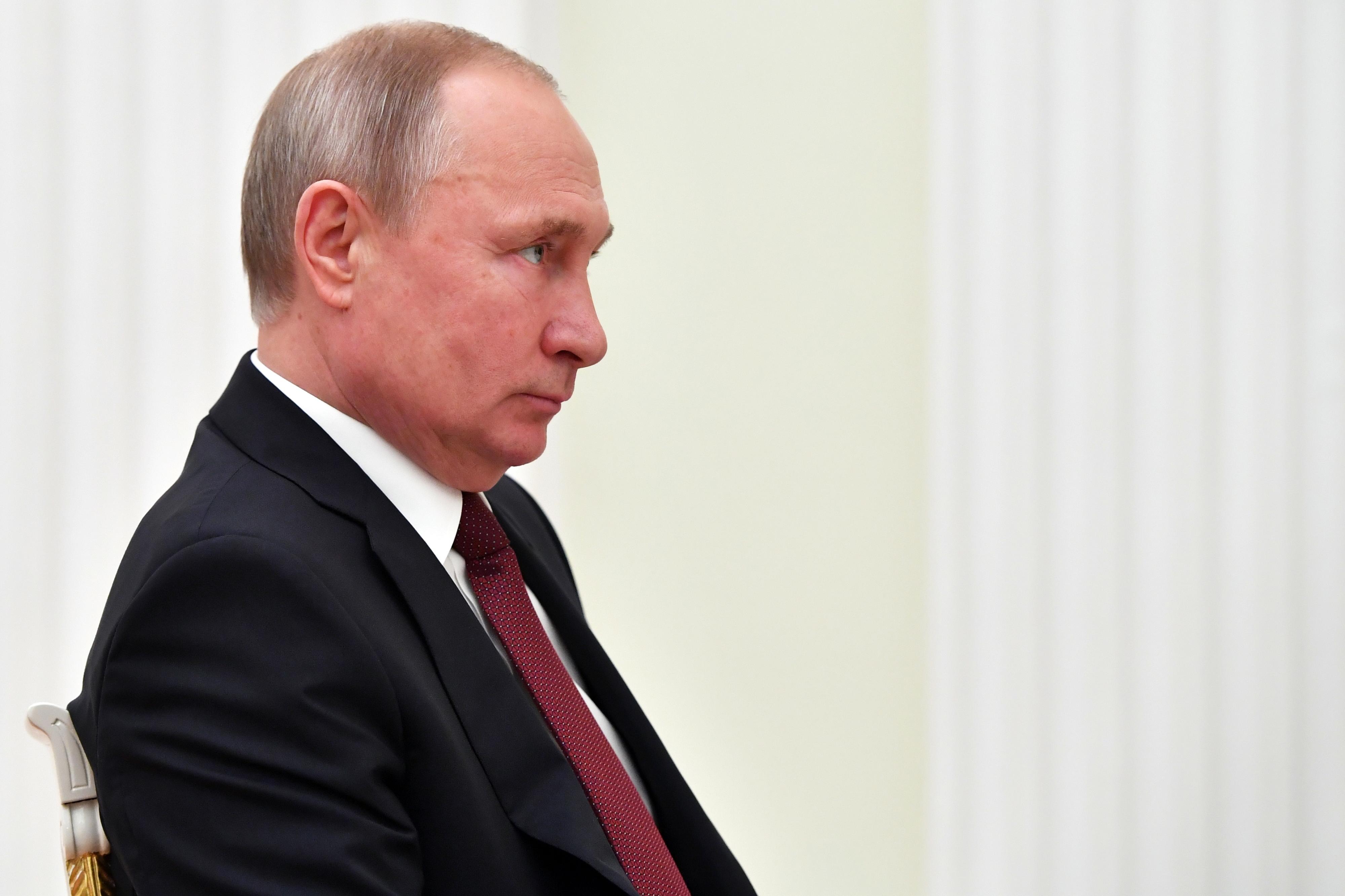 """Putin pronto para """"restabelecer completamente"""" relações com a Ucrânia"""