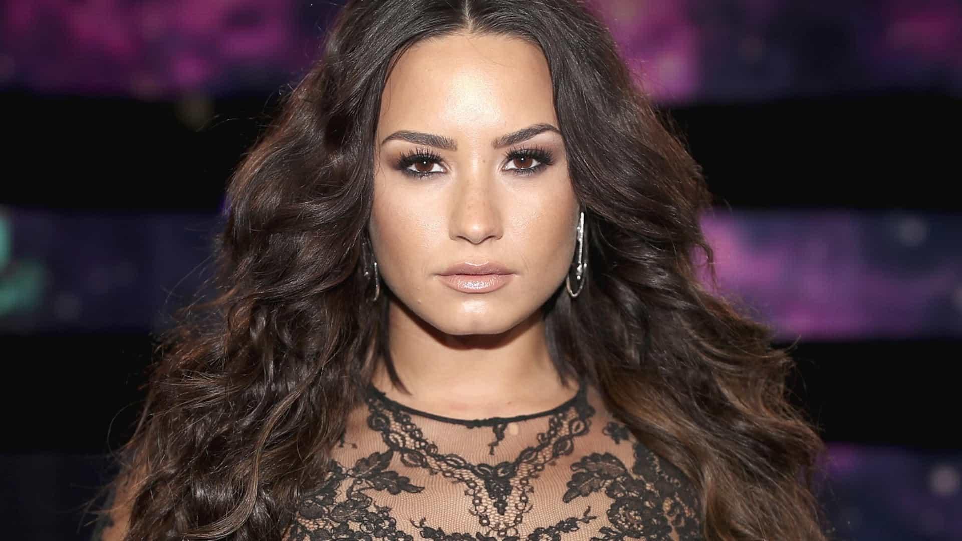 Demi Lovato comenta foto de Anitta com o namorado e fãs reagem