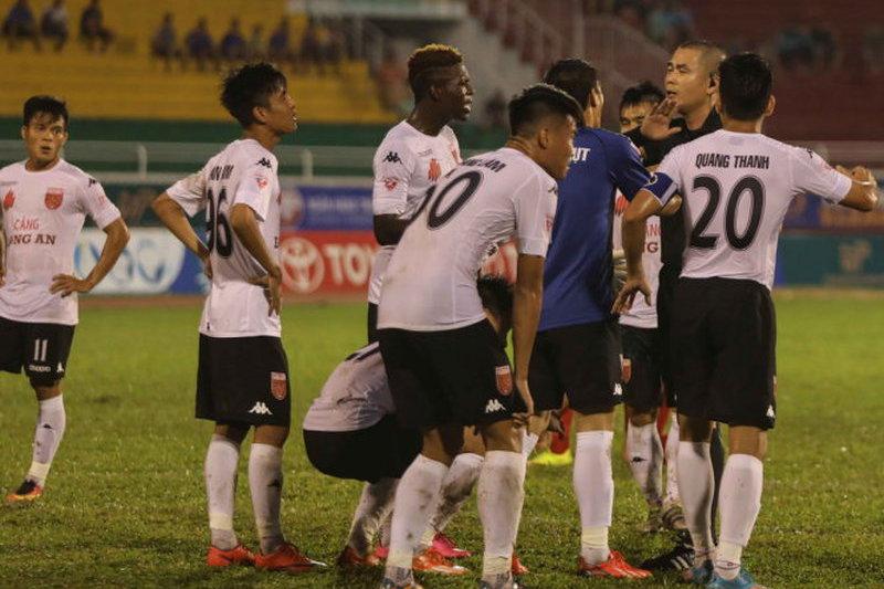Jogadores vietnamitas suspensos por dois anos por protesto insólito contra penalti