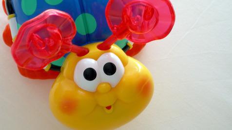 Quantos brinquedos devo dar ao meu filho?
