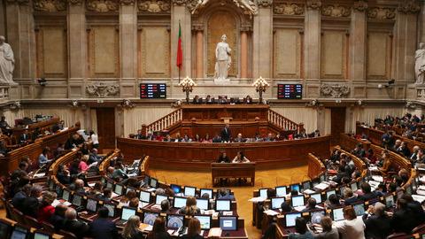 Parlamento português condena ataque e cumpre um minuto de silêncio