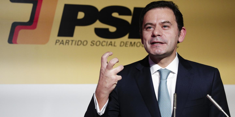 """Montenegro diz que PSD não pode ser conivente com governo de """"empatas"""""""