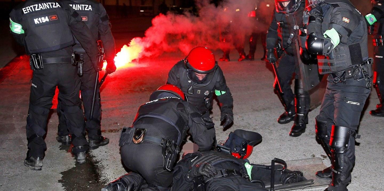 Noite de violência no País Basco resulta na morte de um polícia e nove detenções